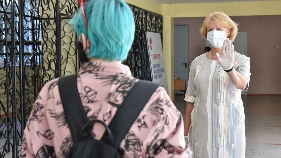 Цифры по заболеваемости школьников COVID-19 озвучили в Воронежской области