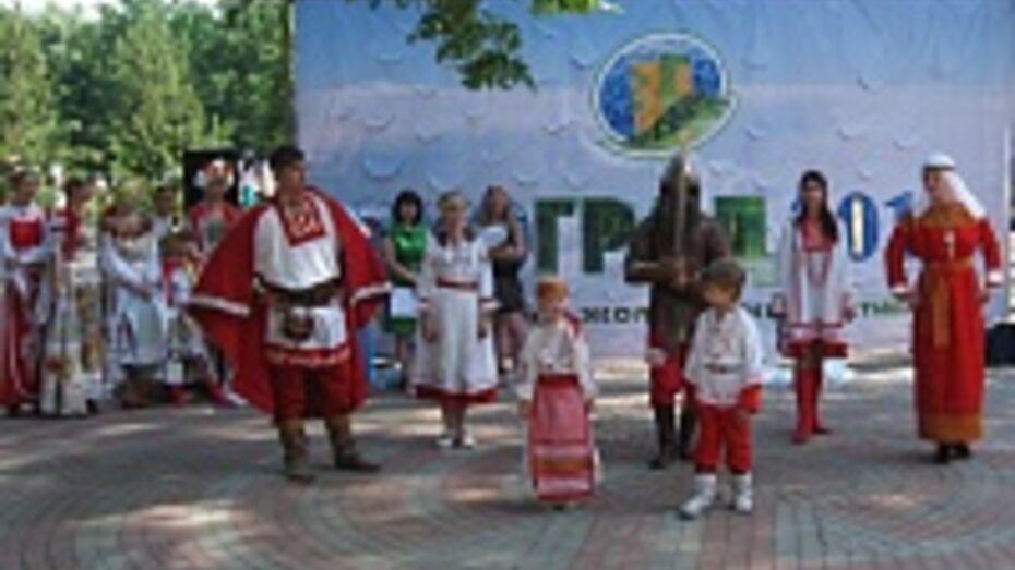 На фестивале «Экоград» воронежцы добывали огонь и мастерили гербарии