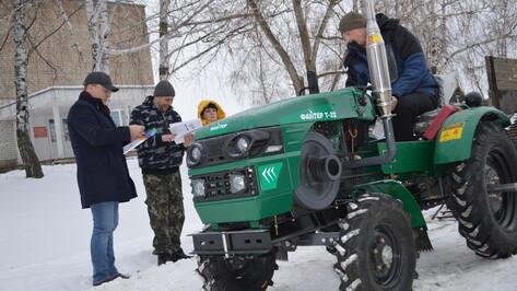 Многодетной семье из павловской Николаевки подарили трактор