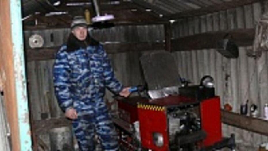Верхнемамонец Алексей Сотников сделал снегоход своими руками