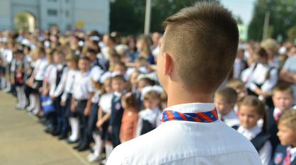 Родителям российских школьников выплатят по 10 тыс рублей к новому учебному году