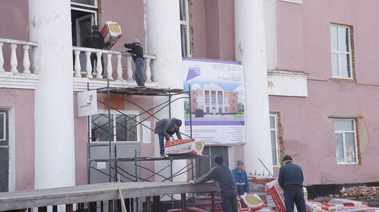 Полдня на свободе. Почему преступники ремонтируют ДК в Воронежской области
