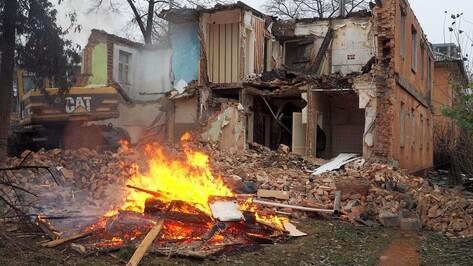 Из-за пожара в Воронеже эвакуировали жильцов 5-этажки