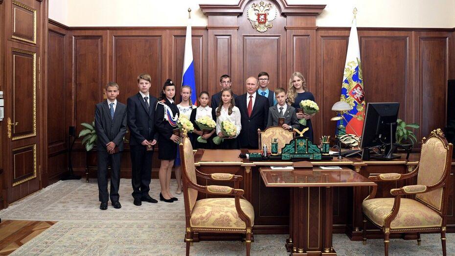 Владимир Путин вручил паспорт юному жителю Воронежской области