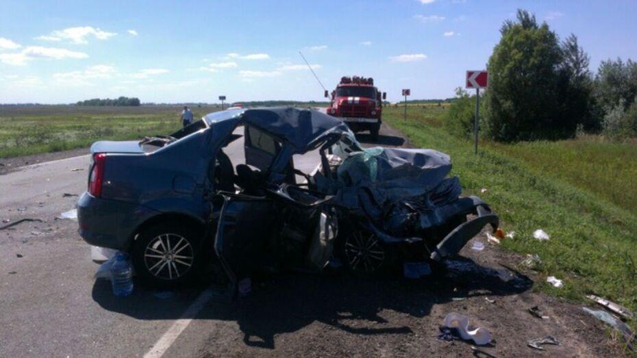 В Воронежской области при столкновении легковушек погибла женщина и пострадали 3 человека