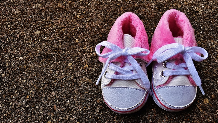 В Воронеже прохожие нашли на улице 3-летнюю девочку