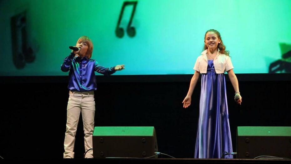 Двое школьников из Воронежа прошли кастинг в шоу «Голос. Дети»