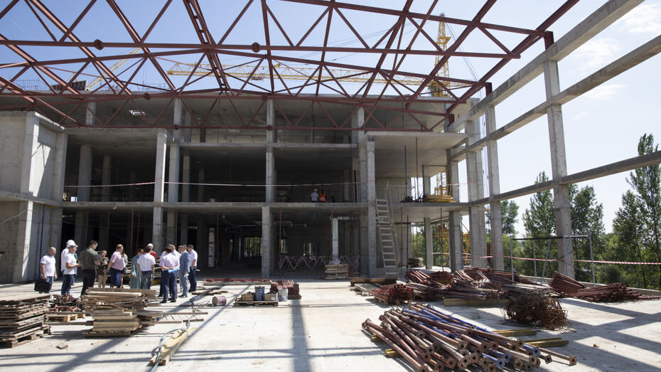 Нововоронежская АЭС показала вице-губернатору стройплощадку нового спорткомплекса