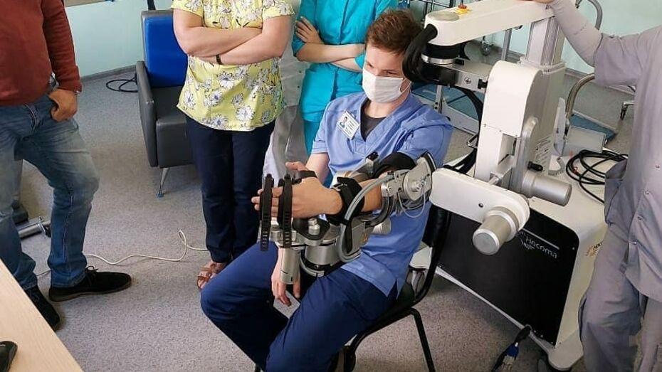 Экзоскелет кисти появился в Воронежской областной больнице