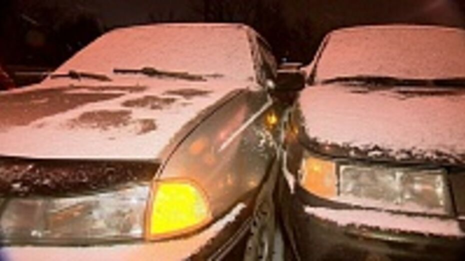 В Хохольском районе столкнулись два автомобиля