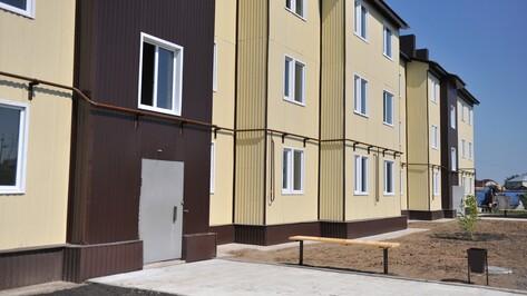 Губернатор поздравил с новосельем грибановцев, получивших квартиры в многоэтажке по региональной программе