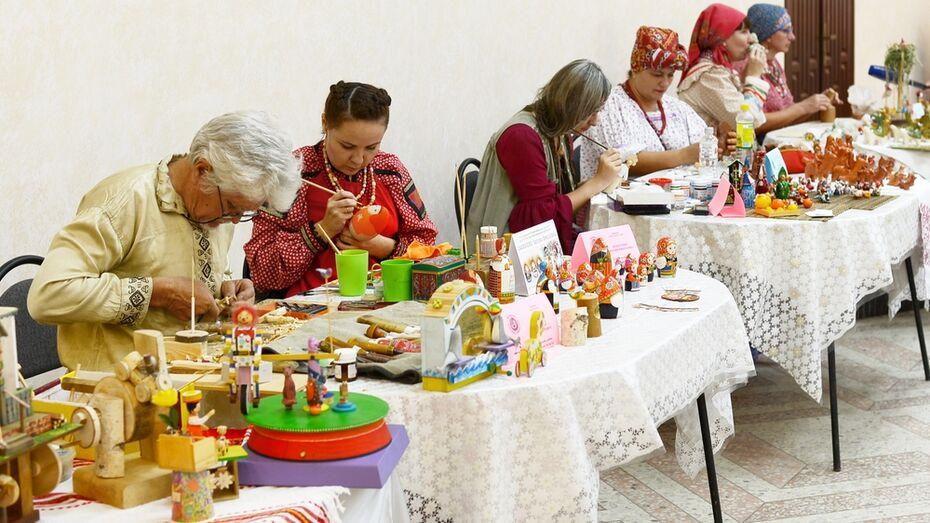 Семилукский мастер росписи по дереву стала лауреатом фестиваля «Игрушка-говорушка»