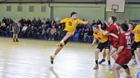 Воронежские гандболисты открыли сезон победой