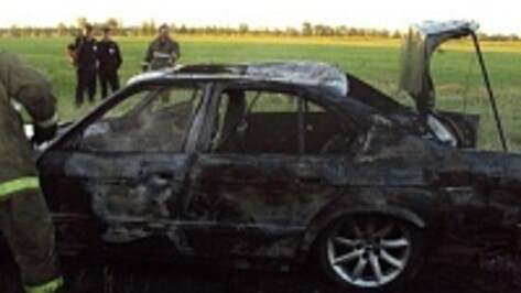 Под Воронежем автовладелец с другом прыгал по крыше своего BMW