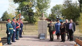 В ольховатской слободе Караяшник установили бюст совершившего огненный таран летчика