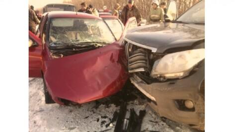 Автоледи на «Ладе» пострадала при столкновении с Land Cruiser в Воронежской области