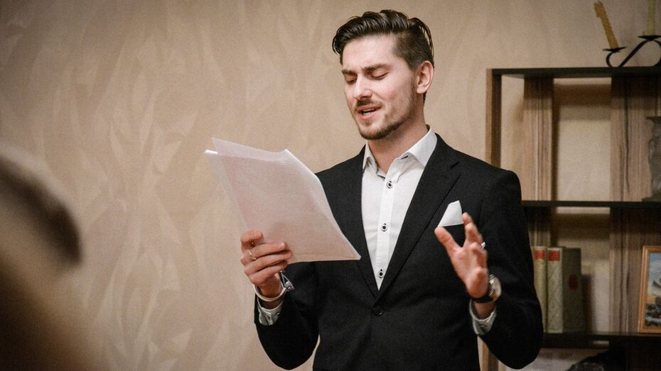 Острогожский актер презентовал книгу о своей жизни в Америке