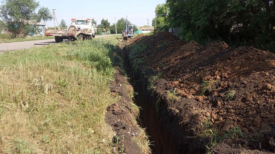 В репьевском селе Истобное активисты отремонтировали водопровод
