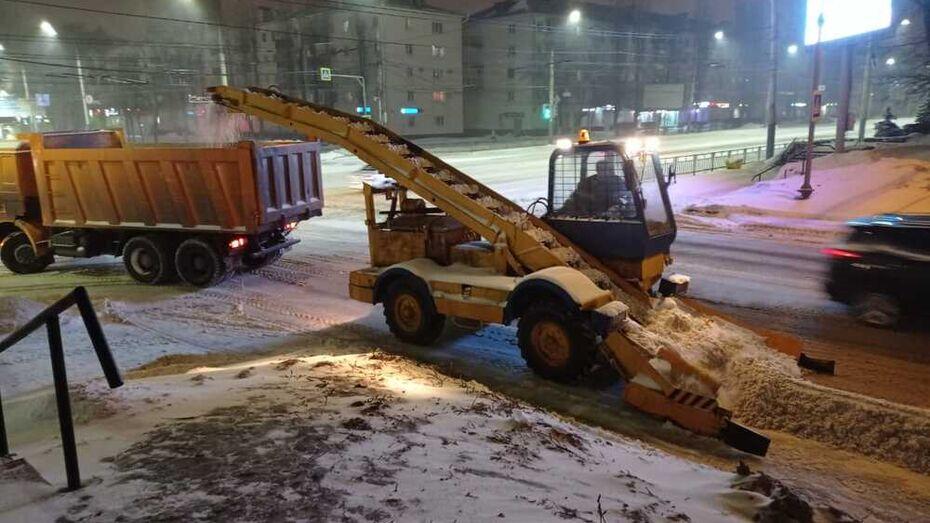 Более 8 тыс кубометров снега вывезли за ночь из Воронежа