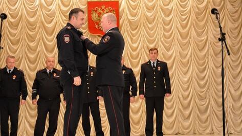 В Острогожске наградили отличившихся полицейских
