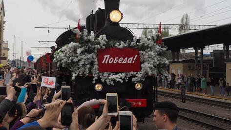 Радостная толпа встретила «Поезд Победы» в Воронеже