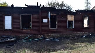 Тело мужчины обнаружили при разборе завалов сгоревшей старинной школы под Воронежем