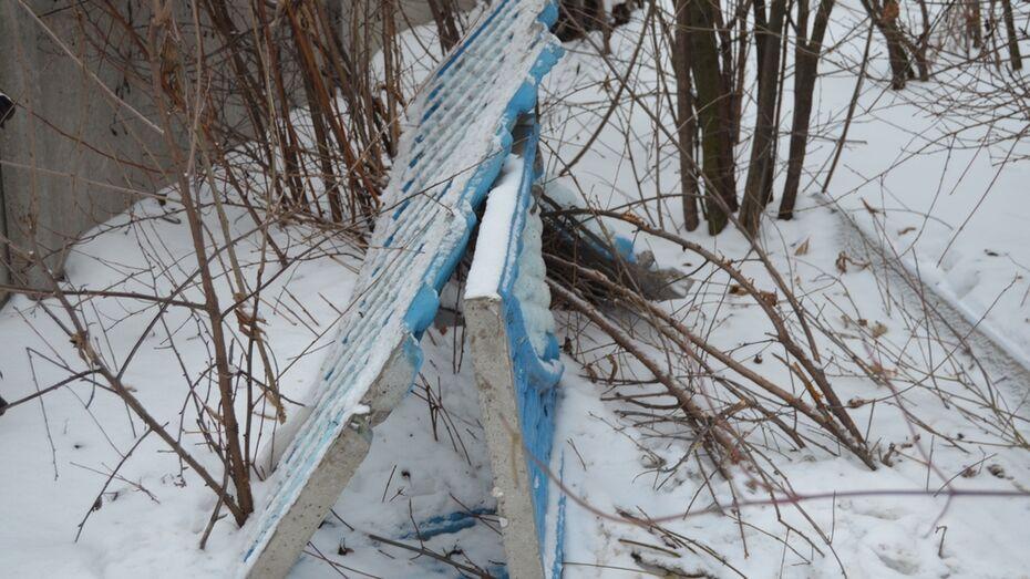 В Семилуках с 62-летнего водителя взыщут 9 тыс рублей за сломанный забор
