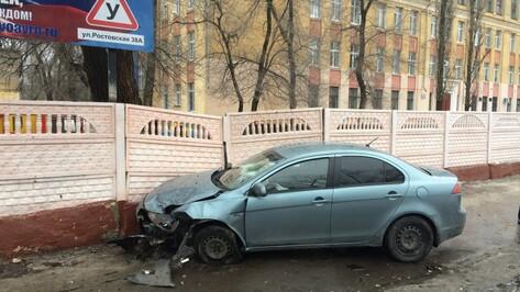 В Воронеже 5 автомобилей столкнулись около гимназии