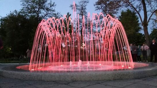 В Петровском сквере Павловска запустили фонтан