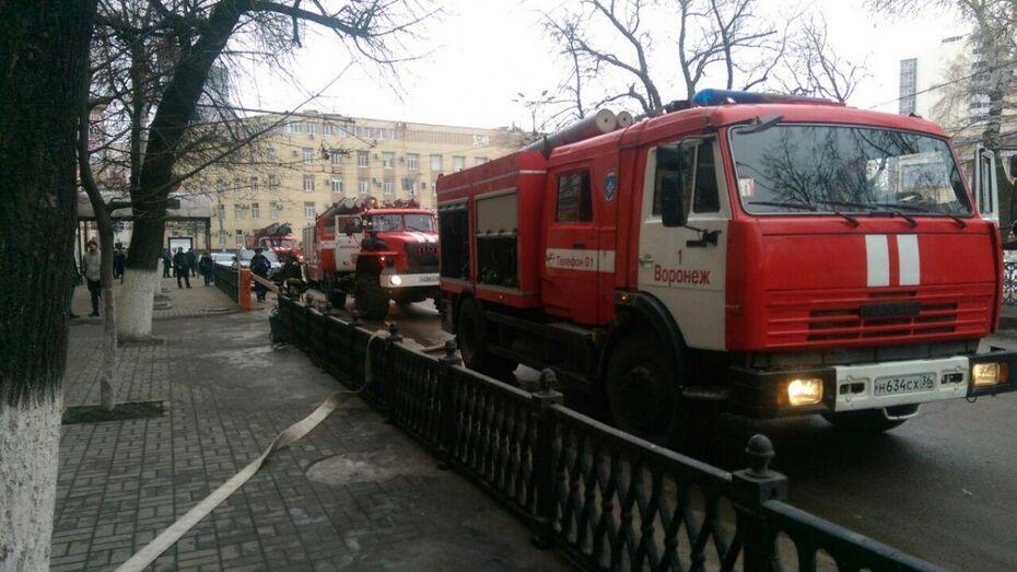 Воронежцев напугали пожарные машины возле Кольцовского сквера