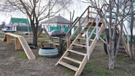 Житель павловского села построил для своей собаки тренировочную площадку