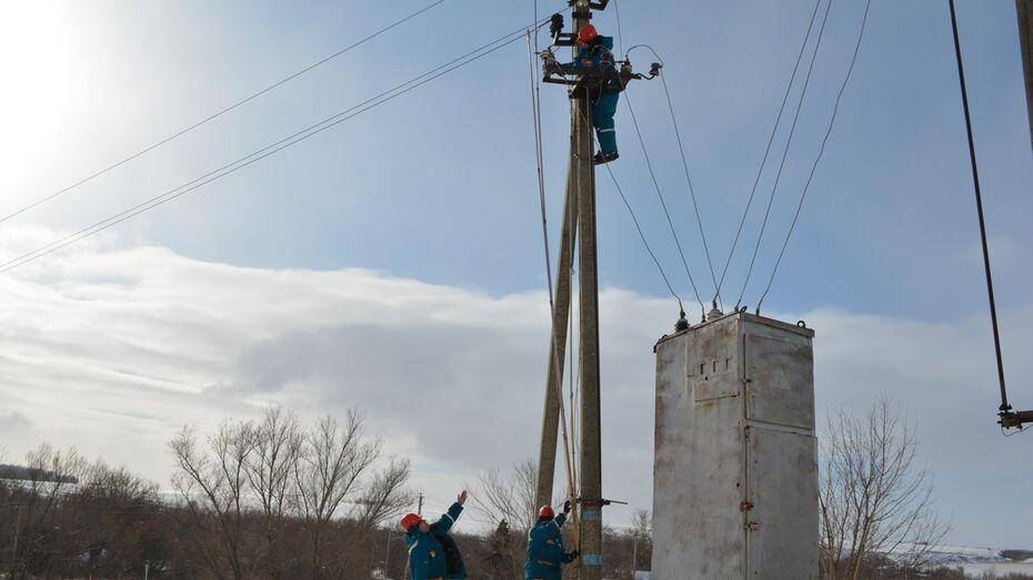 В Нижнедевицком районе сильный ветер оборвал провода в нескольких поселениях