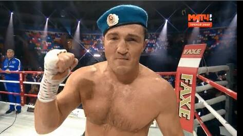 Боксер Денис Лебедев поблагодарил болельщиков из Бутурлиновки в прямом эфире