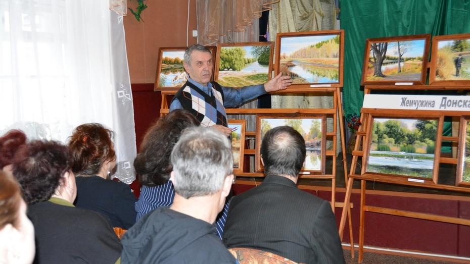 В Богучаре открыли выставку картин с реликтовыми озерами