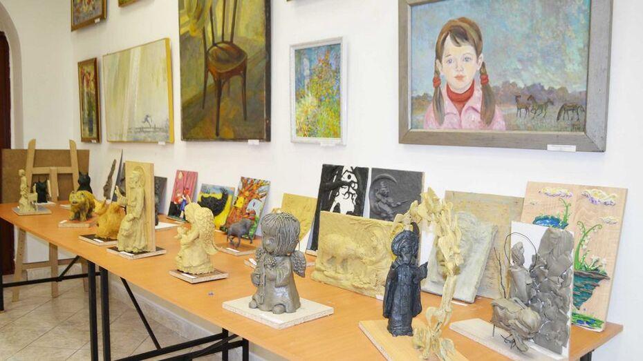 В Лисках во Владимирском соборе открылась выставка художественной лепки