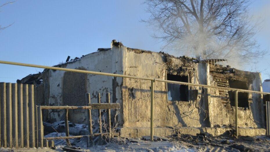 В Петропавловке Острогожского района сгорел дом