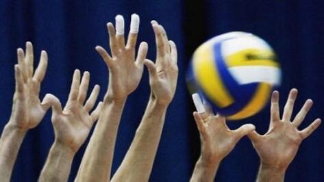 Волейбольный «Кристалл» начал финальный турнир с победы