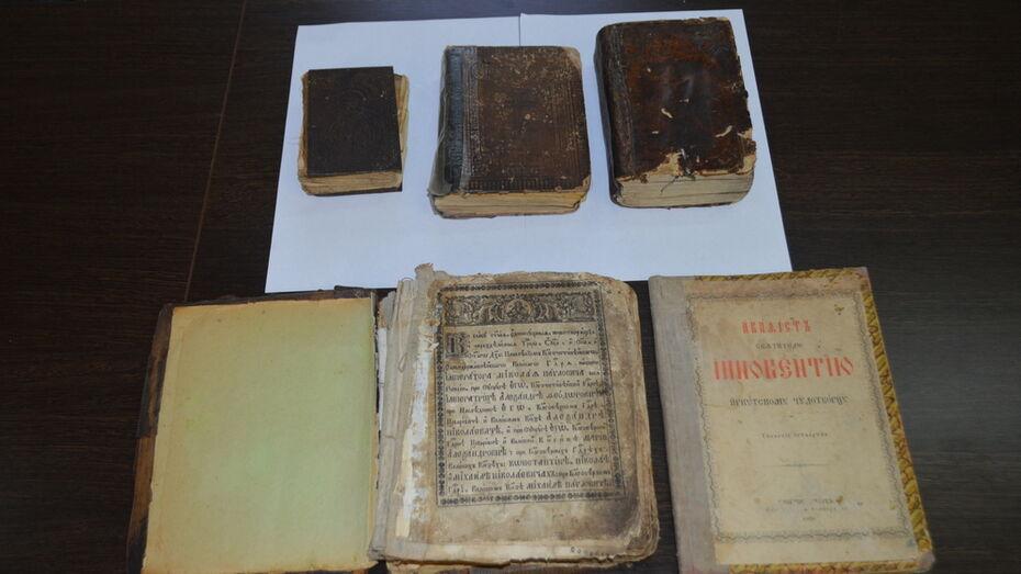Павловскому краеведческому музею подарили 5 старинных книг