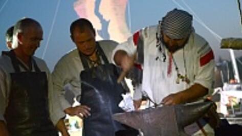 На воронежском фестивале ремесел мужчины вышивали крестиком