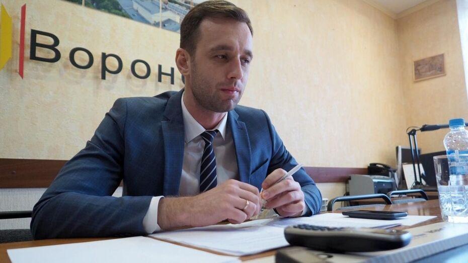 Губернатор Александр Гусев поздравил с 35-летием главу трудинспекции Воронежской области
