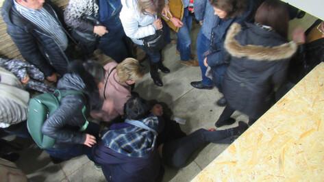 На концерте Scorpions в Воронеже девушка упала с трибуны на женщину