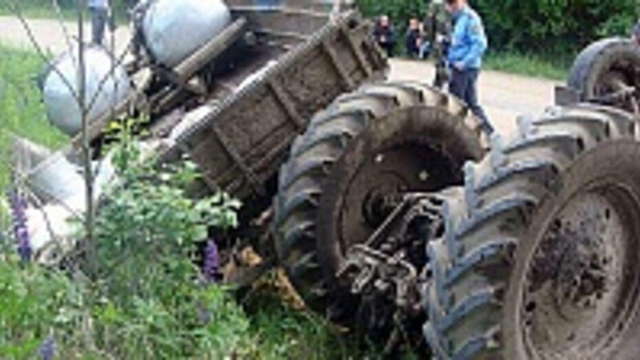 В Воронежской области Hyundai врезался в трактор: 1 погибший