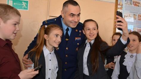 Каширские школьники сделали селфи с космонавтом Евгением Тарелкиным