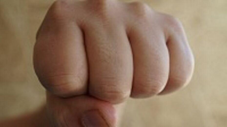 В Лисках трое мужчин избили 32-летнего местного жителя