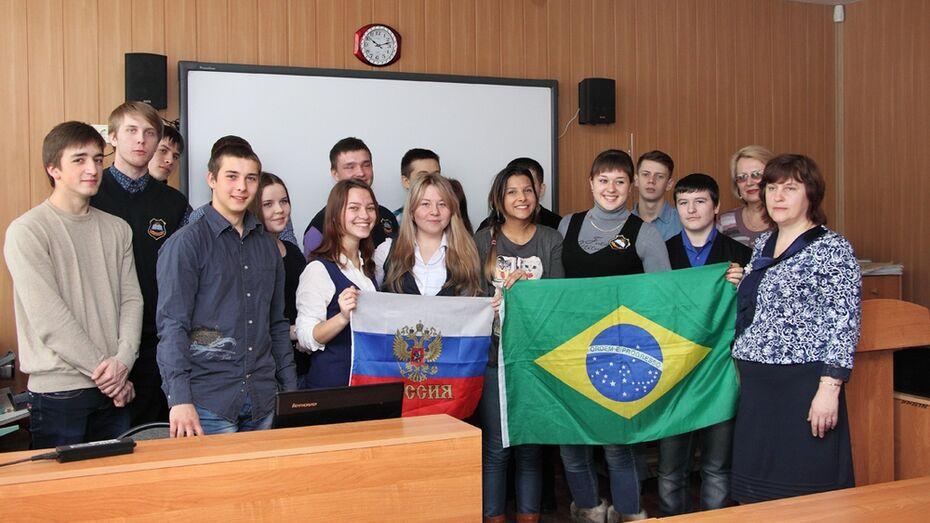 Бразильская студентка дала панинским школьникам уроки английского языка