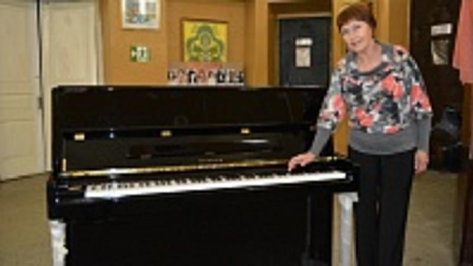 Богучарская школа искусств получила первое за 30 лет пианино