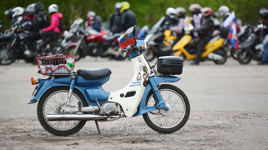 Нога 14-летней жительницы Боброва попала в колесо мотоцикла