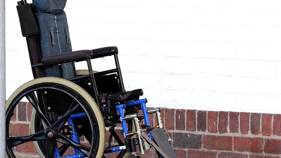 В Воронеже на «зебре» сбили парня на инвалидной коляске