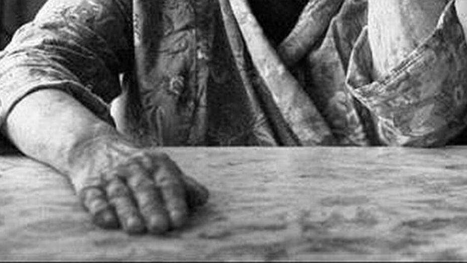 Житель Семилукского района изнасиловал старушку-ветерана труда, а потом задушил ее штанами