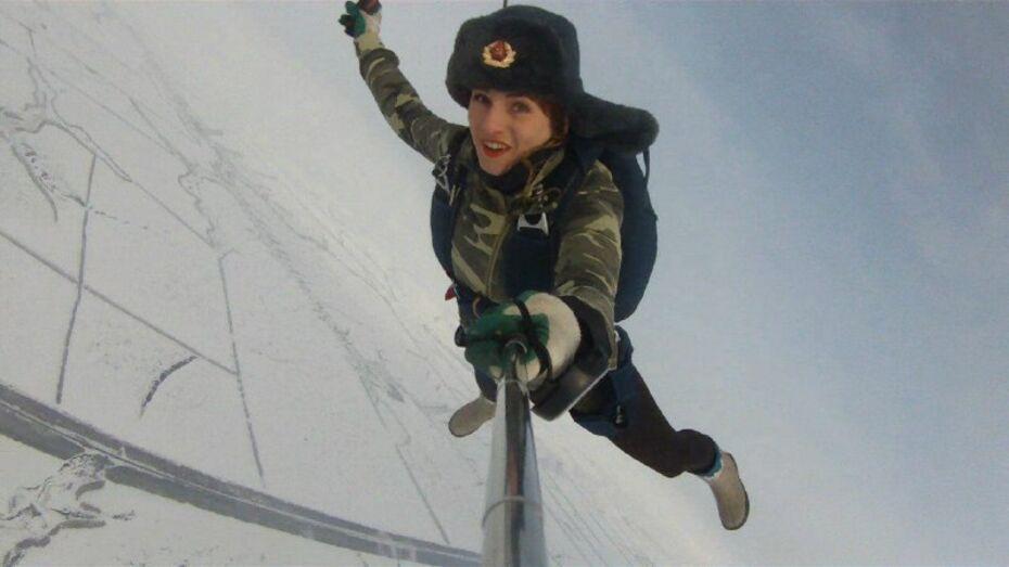 Воронежская спортсменка сделала селфи в прыжке с парашютом